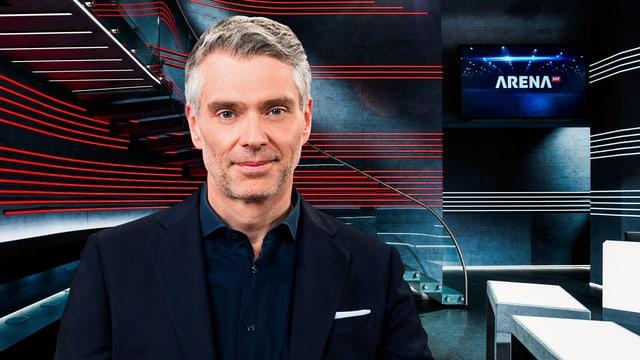 Sandro Brotz vor dem Arena-Dekor.