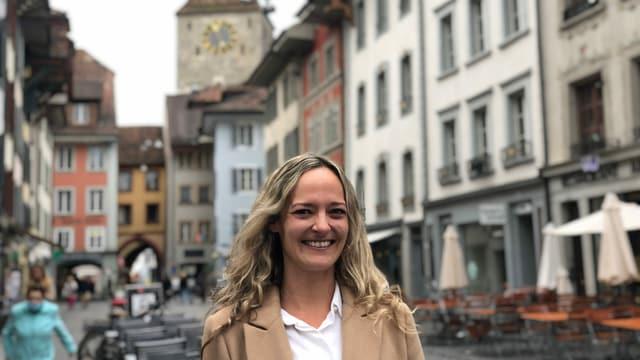 Frau in Aarauer Altstadt.