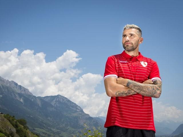 Es war die Überraschung des Schweizer Transfer-Sommers: Christian Constantin hat mit dem ehemaligen Nati-Spieler Valon Behrami nach Gennaro Gattuso wieder einen grossen Namen ins Wallis geholt. Der Mittelfeldspieler kam von Udinese.