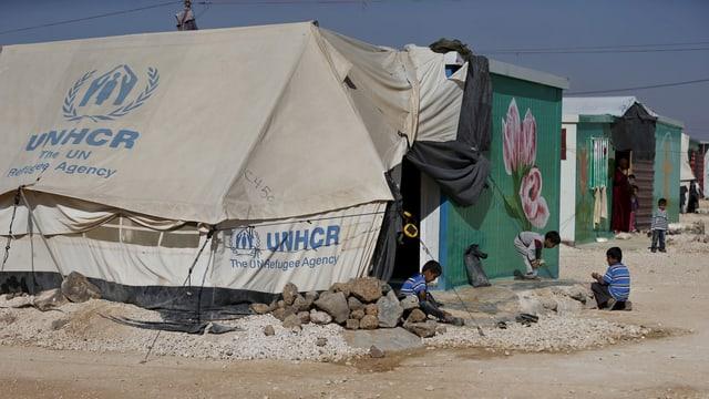 Syrische Flüchtlinge in einem Lager in Jordanien nahe der Grenzstadt Mafraq.