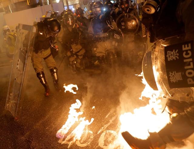 Jahrestag der Regenschirmbewegung: Wieder Ausschreitungen bei Protesten in Hongkong