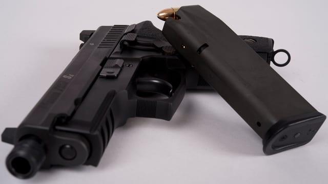 Ina pistola da l'Armada svizra.
