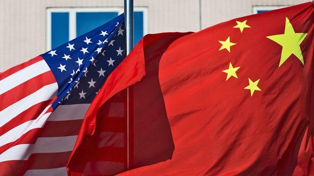 Fahne der USA und China