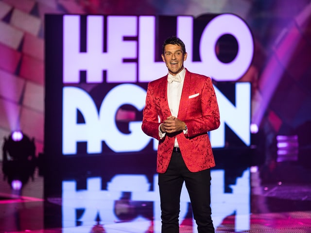 Moderator Roman Kilchsperger begrüsst in seiner Show «Hello Again!» Schlagerstars aus dem In- und Ausland.