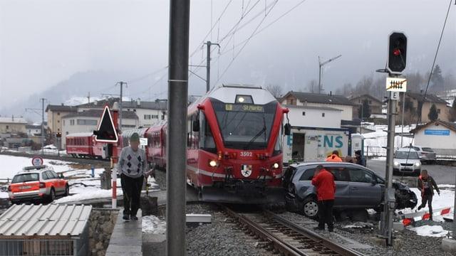 Accident tranter tren ed auto a Poschiavo.
