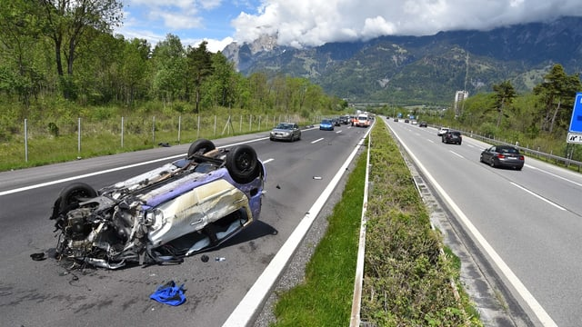 Il lieu da l'accident sin l'A13 en vischinanza da Zezras.