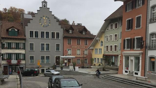 Rathaus in einer Altstadt.