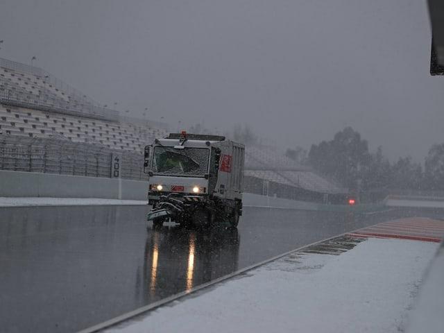 Verschneiter Formel1-Kurs