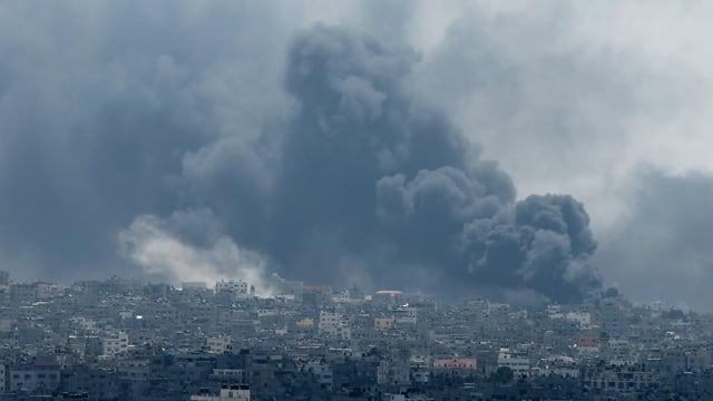 Gaza-Stadt unter Rauchwolken