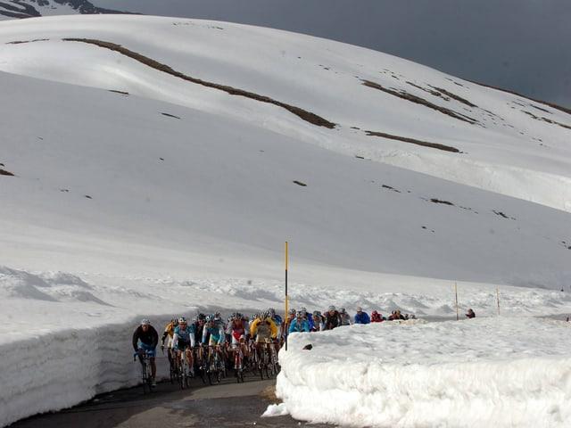 Im Hochgebirge, wie hier auf dem Gavia-Pass, wird sich auch der Giro 2019 entscheiden.
