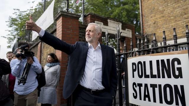 Jeremy Corbyn, Daumen hoch