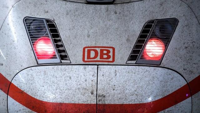 Purtret d'ina locomotiva da la DB.