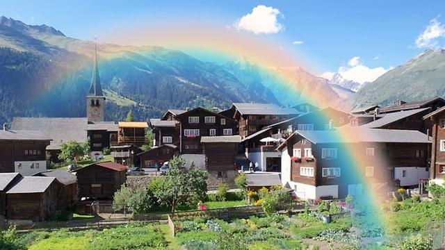 Bildmontage: Ein Regenbogen über dem idyllischen Bergdörfchen – bei strahlendem Wetter.