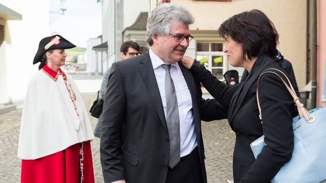 Bundesrätin Doris Leuthard gratuliert Ständerat Ivo Bischofberger