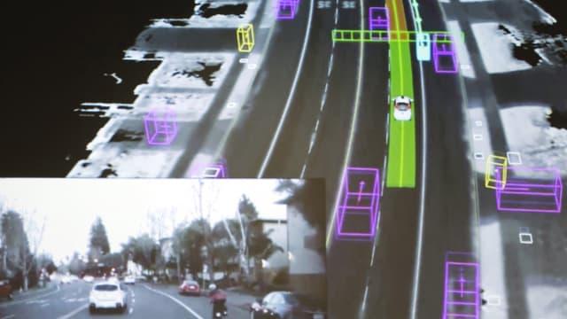 Blick aus einem selbstfahrenden Google-Auto. Einmal die menschliche Sicht, einmal die des Computers.