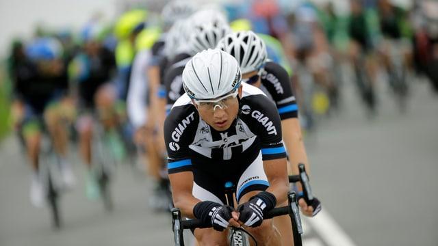 Ji Cheng führt das Feld auf der Etappe nach Reims an.