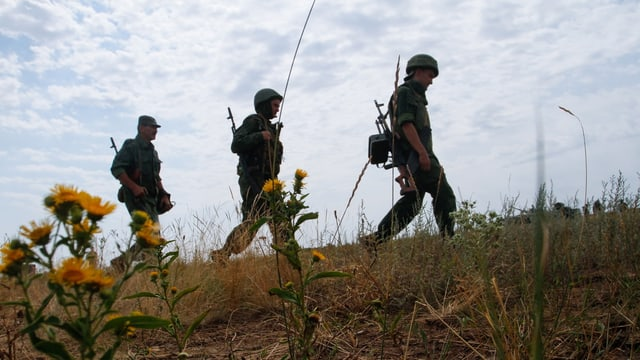 Soldaten auf einem Feld