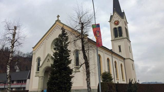 Sicht auf die Pfarrkirche von Menznau.