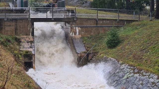 Ovras electricas las auas da la Val Strem a Sedrun.
