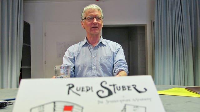 Ruedi Stuber im Radiostudio
