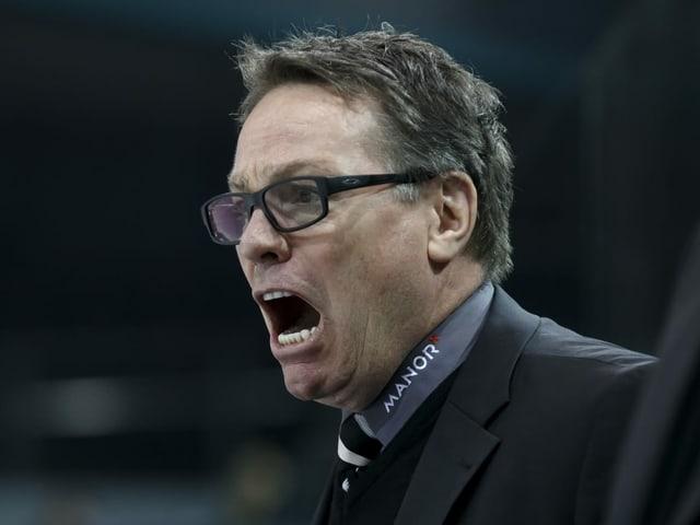 Servette-Coach Chris McSorley schreiend an der Bande