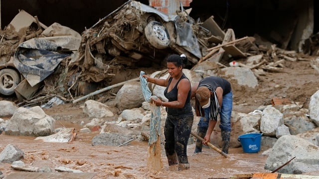 La populaziun pertutgada da las inundaziuns e da lavinas da glitta dovran urgentamain agid.