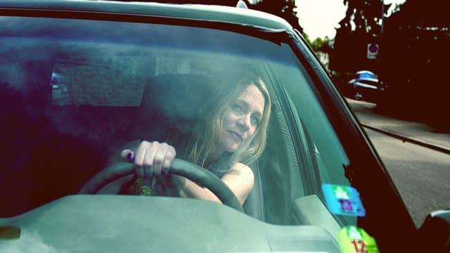 Video «Mit Eva Wannenmacher in der Edel-Autopflege» abspielen