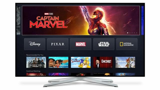 Totale eines TV-Monitors, auf dem der Streaming-Dienst von Disney aufgeschaltet ist.