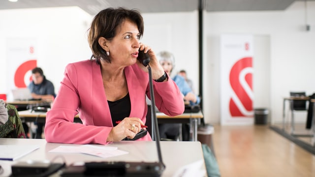 Politicra  svizra al telefon.