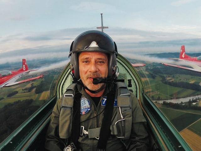 Heinz Margot im Flugzeug.