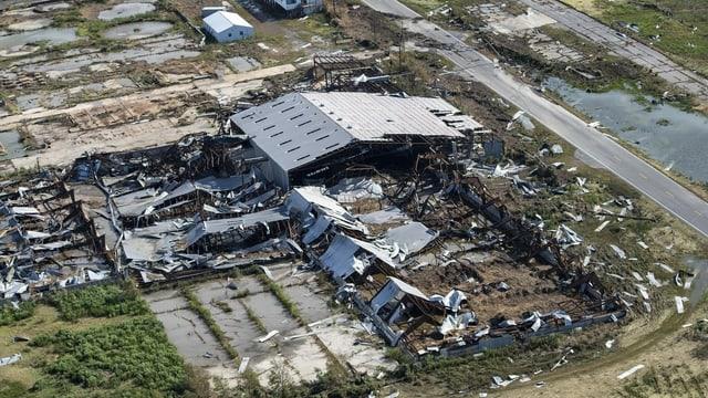 Total zerstörte Fabrik
