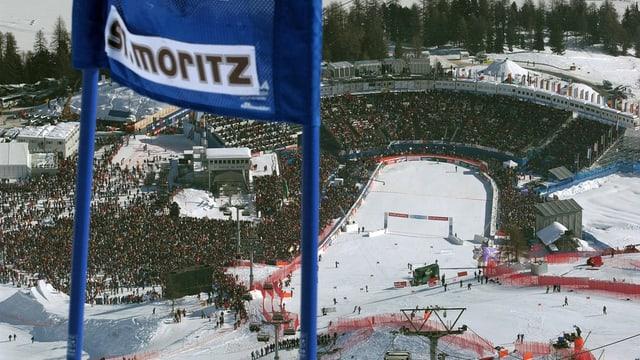 Die Zuschauerränge an der Ski-Weltmeisterschaft in St. Moritz 2003.