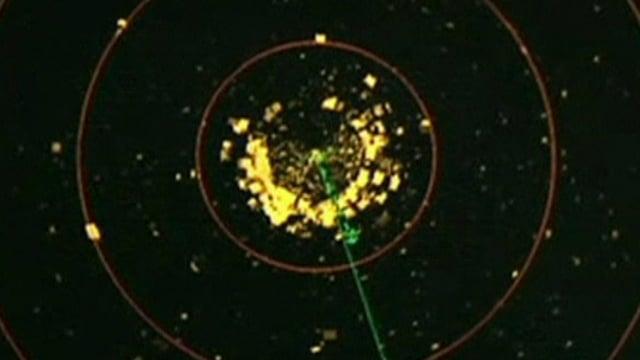 Satellitenbild mit gelben Flecken, die mutmasslichen Trümmerteile