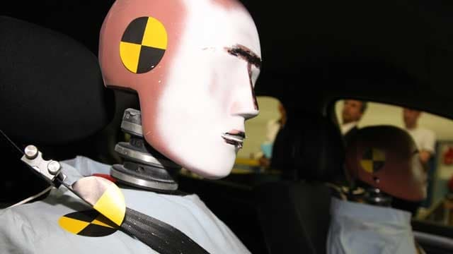 Crash-Test-Dummies in einem Auto
