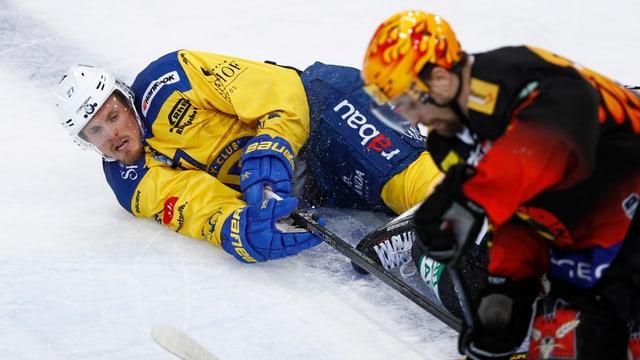 Dus giugaders da hockey, in dad els è per terra.