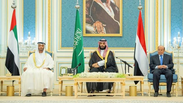 Abu Dhabis Kronprinz, Saudi-Arabiens Kronprinz und Jemens Präsident bei der Unterzeichnung des «Abkommen von Riad».