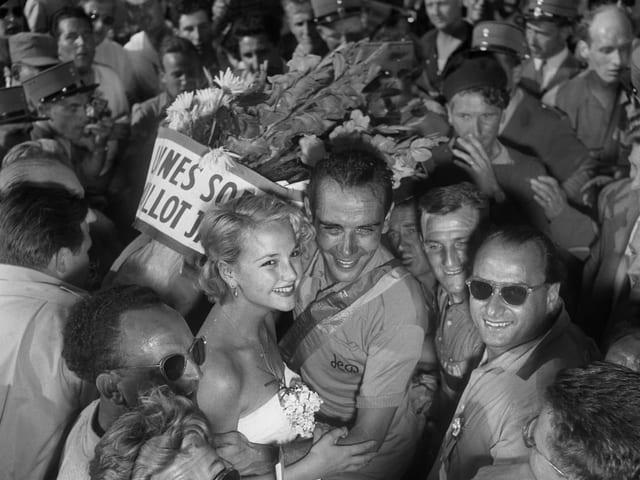 Hugo Koblet während der Tour de France 1951, hier mit seiner Freundin.