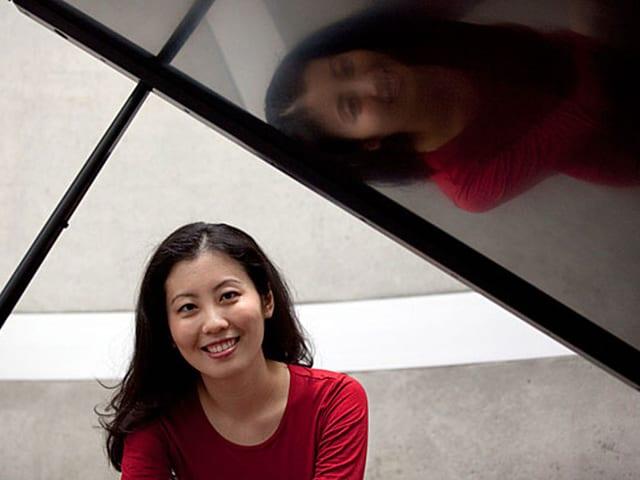 Chia-Jung Tsay sitzt an einem Flügel.