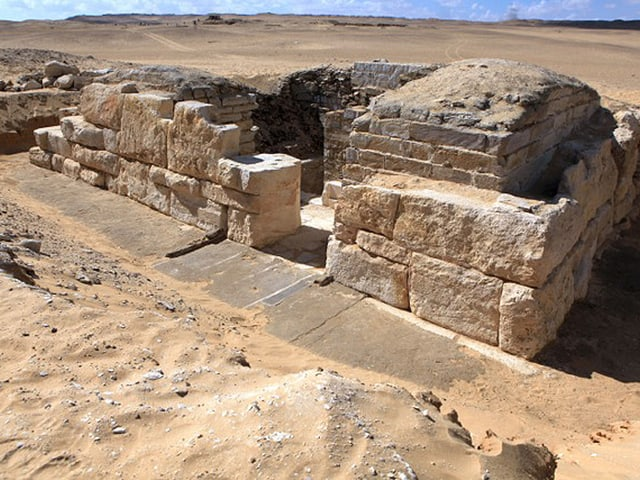 Blick auf die Grabstätte der bislang ungekannten Khentakawes III. aus nordöstlicher Richtung.