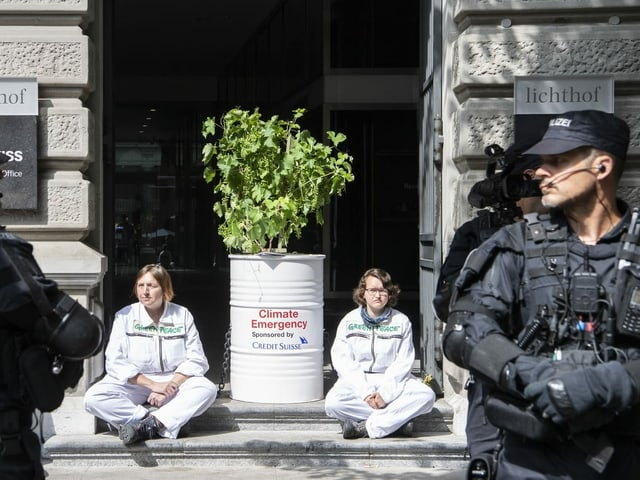 Protestierende vor CS