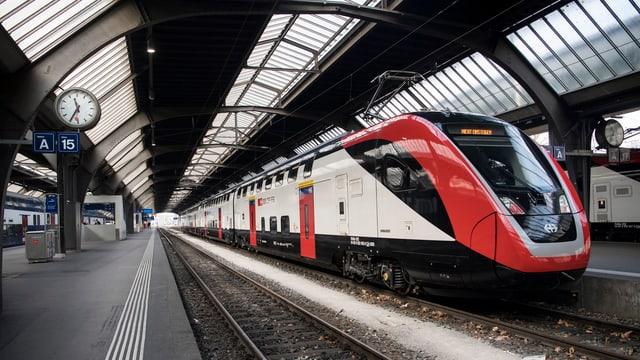 Tren a la staziun principala da Turitg.
