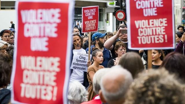 Genferinnen und Genfer protestieren gegen Gewalt an Frauen