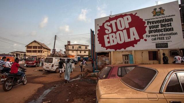 Placat cun «Stop Ebola».