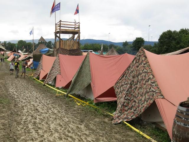 Zelte und Planen.