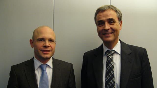 Baschi Dürr und Guy Morin stehen nebeneinander
