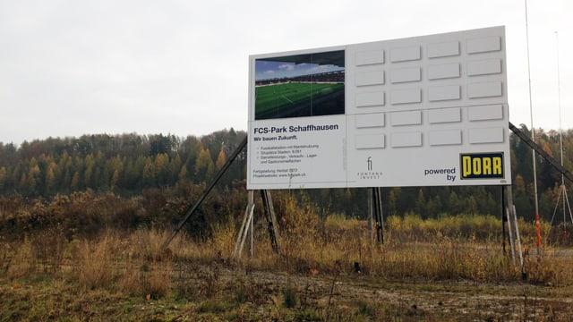 Bautafel im Herblingertal, das auf das künftige Stadion hinweis.