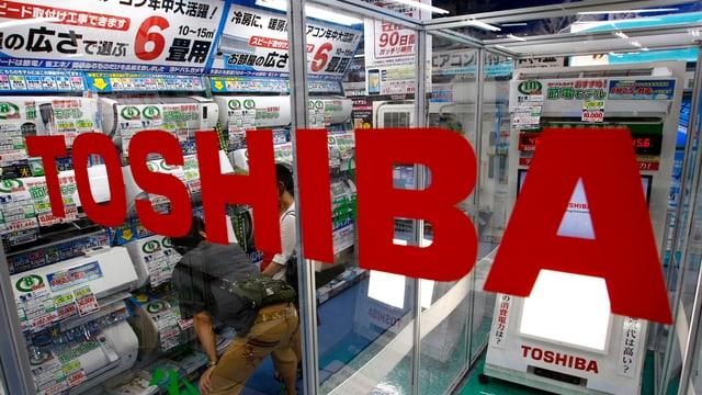 Toshiba-Logo an einem Laden.
