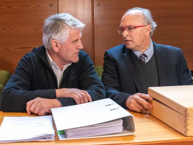 Walter Mayer mit seinem Anwalt