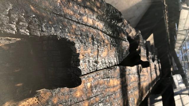 Verkohlte Balken, zu sehen bei der Holzbrücke in Olten.