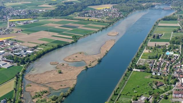Luftaufnahme vom Stausee von Klingnau.